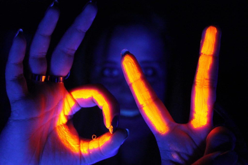 эффект освещения от люминесцентной краски