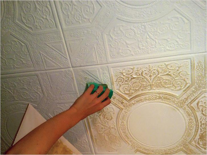 Красить потолочную плитку