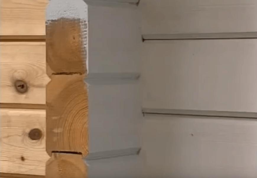 Окрашенный брус внутри дома