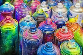 Яркие краски в баллончиках