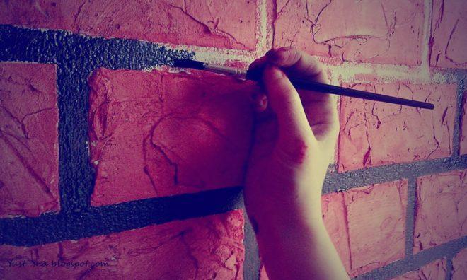 Как красиво покрасить кирпичную стену