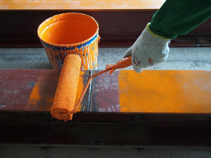 Нанесение краски на ржавчину