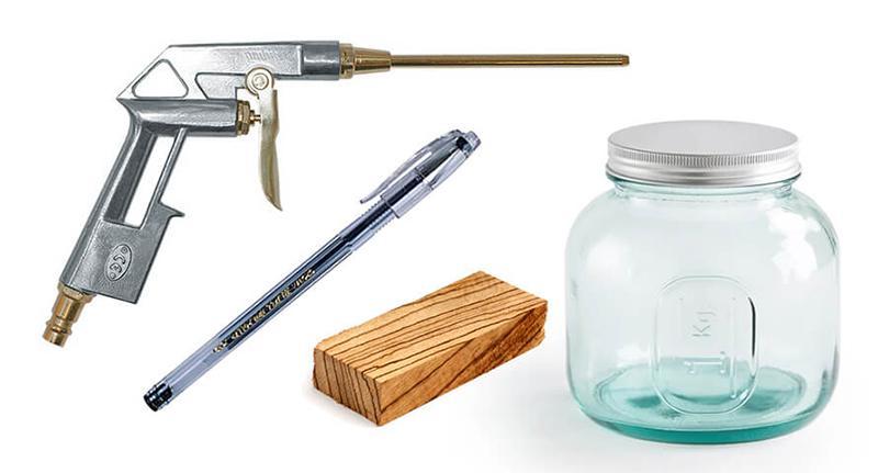 Дешевый обдувочный пистолет, гелиевая ручка, брусок и банка с закручивающейся крышкой