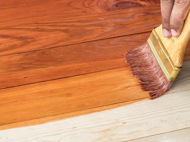 Лакировка деревянной поверхности