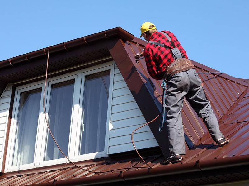Окраска металлической крыши