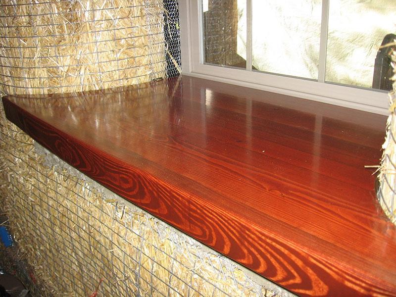 Покраска деревянного подоконника
