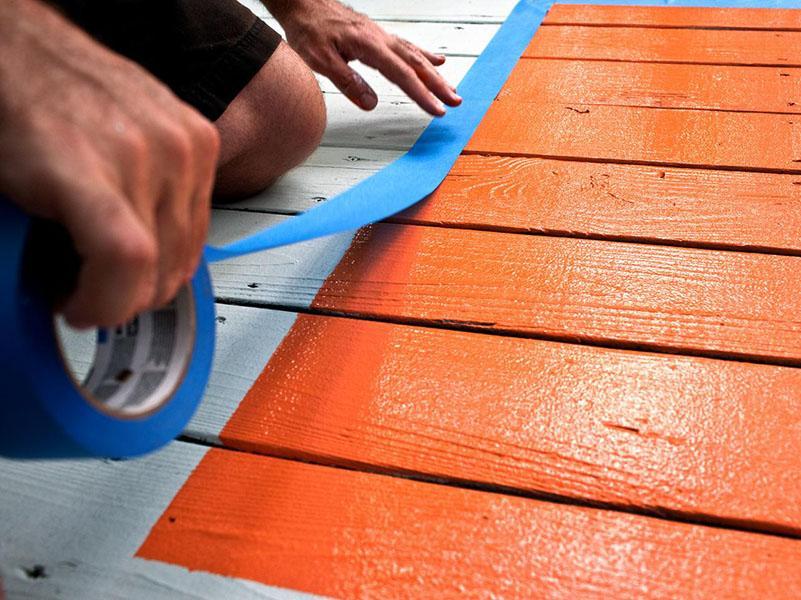 Покраска деревянного пола краской