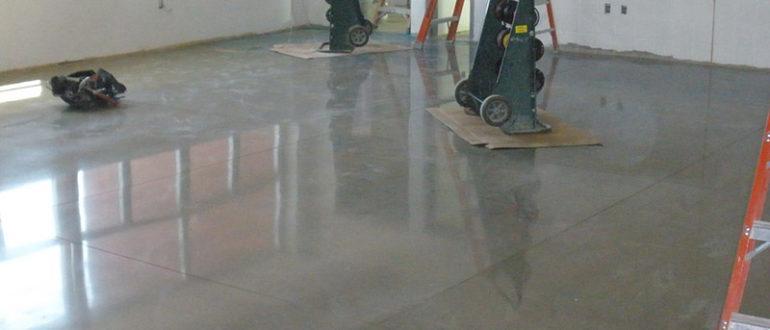 Покрытие лаком бетона