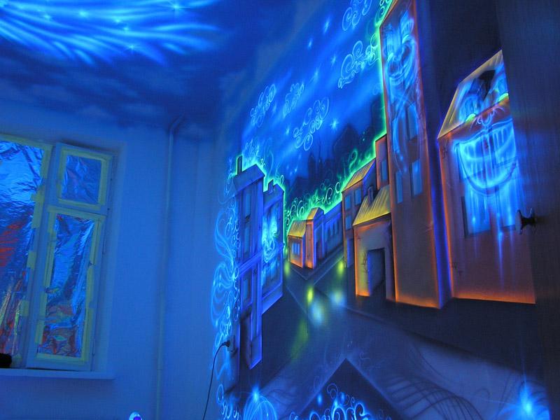 Рисунки флуоресцентными красками
