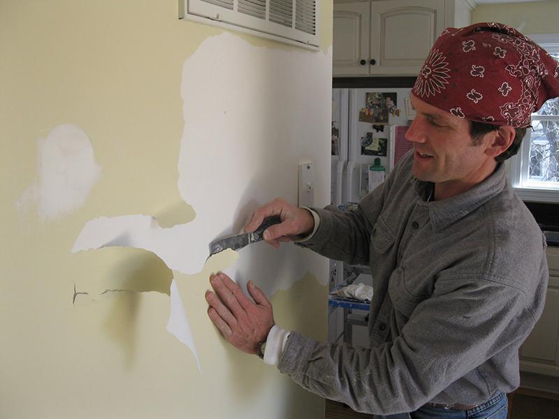Снятие старой краски со стен