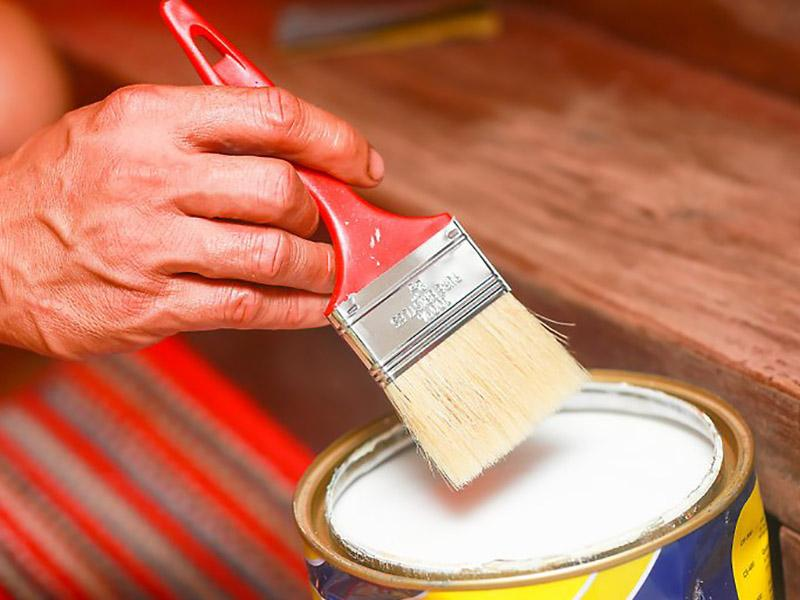 Нанесение лака на краску