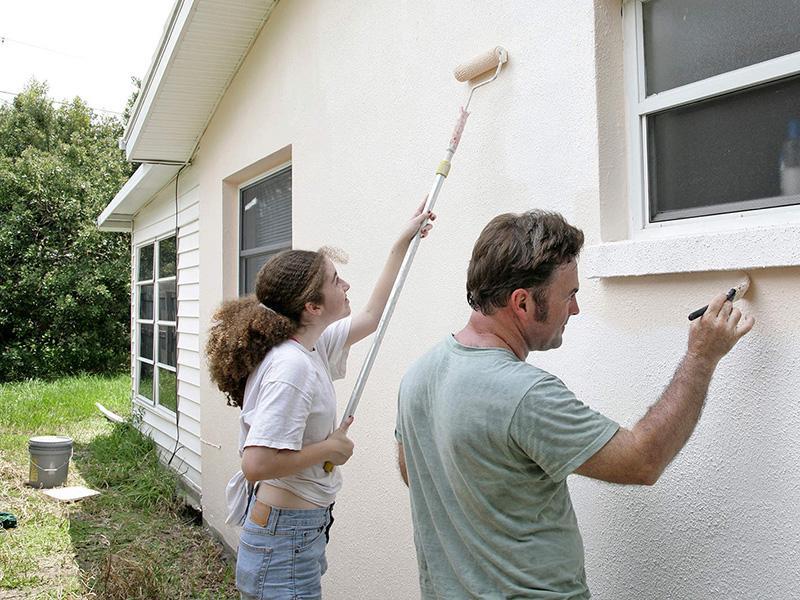 Окраска стен дома снаружи