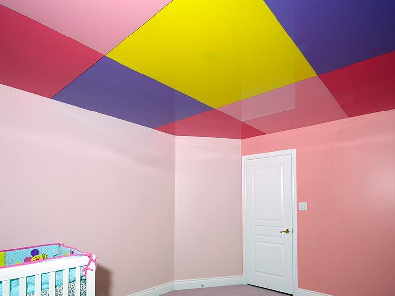 Покрашенный натяжной потолок